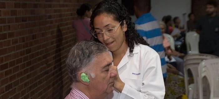 Alcaldía entregará 200 audífonos a personas con sordera.