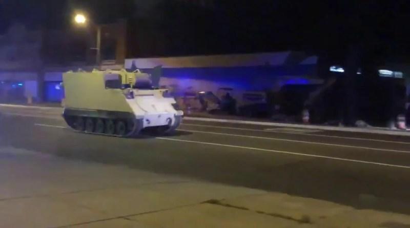Sospechoso roba y huye en un vehículo blindado robado