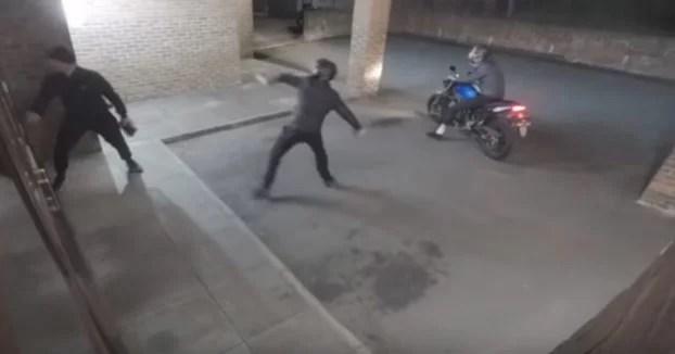 Cuando intentas robar un local pero el karma entra en acción y te ataca