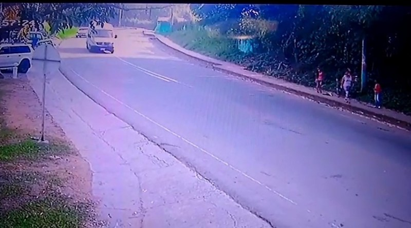 VIDEO... En Dagua se salvan de morir de milagro en un accidente