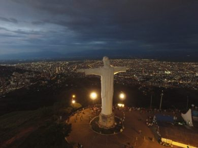 Monumentos y fuentes de la ciudad fueron iluminados y restaurados 10