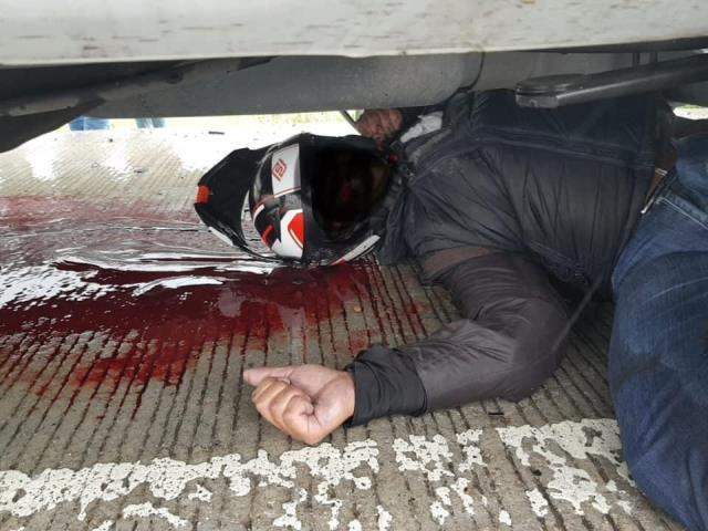 MOTOCICLISTA MURIÓ AL ESTAMPARSE CONTRA UNA CAMIONETA SOBRE EL PERIFÉRICO Y FORJADORES EN CHOLULA