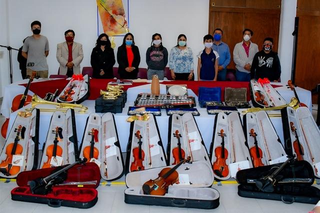 ENTREGA LUPITA DANIEL, 40 INSTRUMENTOS MUSICALES PARA LA ORQUESTA SINFÓNICA INFANTIL Y JUVENIL DE CUAUTLANCINGO