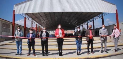 ENTREGA ANGÉLICA ALVARADO DOMO A ESCUELA PRIMARIA DE LA CABECERA MUNICIPAL