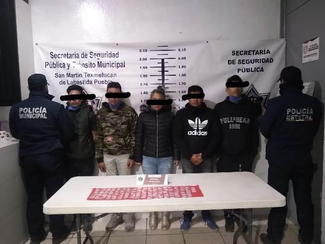 POLICÍA DE TEXMELUCAN DETIENE A 5 PERSONAS POR PRESUNTOS DELITOS CONTRA LA SALUD EN SAN CRISTÓBAL TEPATLAXCO
