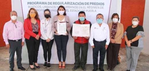ANGÉLICA ALVARADO BRINDA TRANQUILIDAD A FAMILIAS DE HUEJOTZINGO QUE RECIBIERON TÍTULOS DE PROPIEDAD