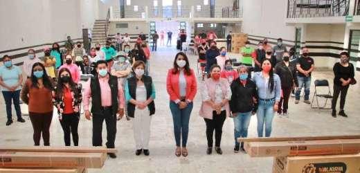 ANGÉLICA ALVARADO ENTREGA CALENTADORES SOLARES Y APOYOS ECONÓMICOS EN HUEJOTZINGO