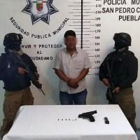POLICÍA MUNICIPAL DE SAN PEDRO CHOLULA ASEGURA A UN MASCULINO POR PRESUNTA PORTACIÓN ILEGAL DE ARMA DE FUEGO