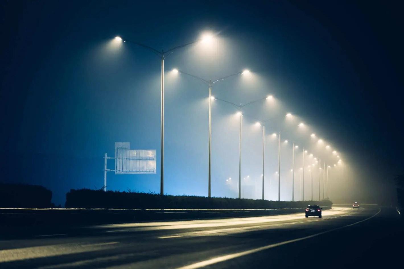 スマート街路灯からの収益は2026年までに17億ドルに達し、年間31%急増