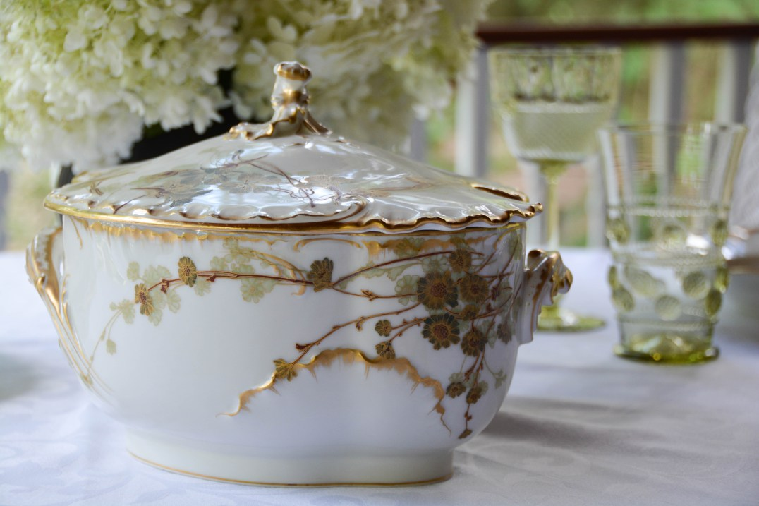 The decor on the opposite side of the tureen