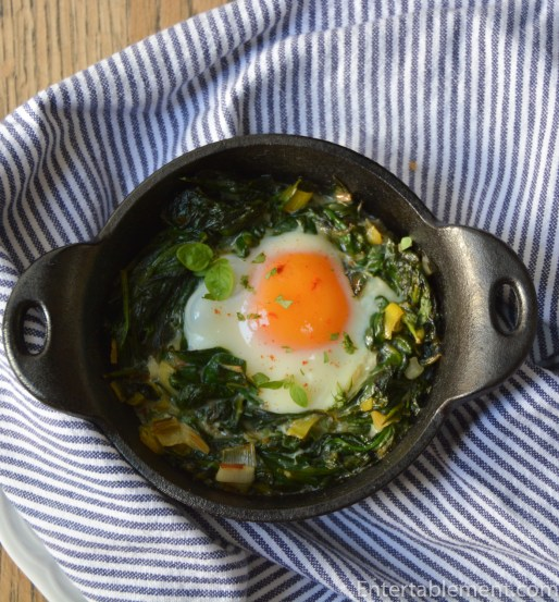 Skillet baked Eggs with Spinach