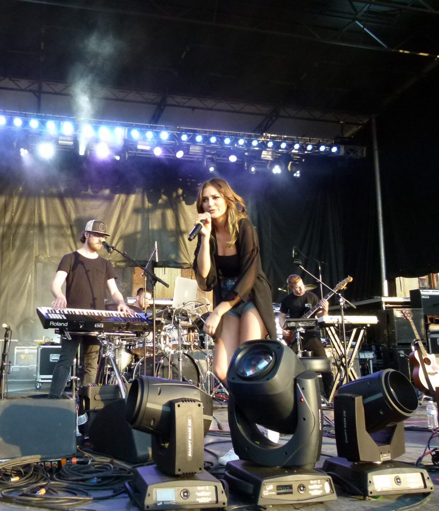 Daya singing one of her hits.