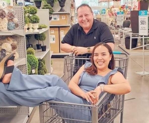 90 Day Fiance - David Toborowsky and Annie Suwan Shopping