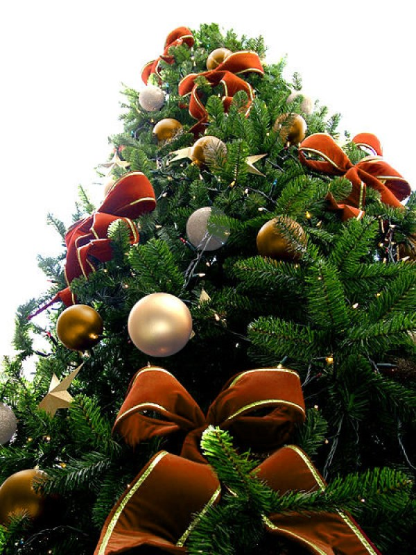 Orange Bead Christmas Tree with Golden & Pearl White Ornaments