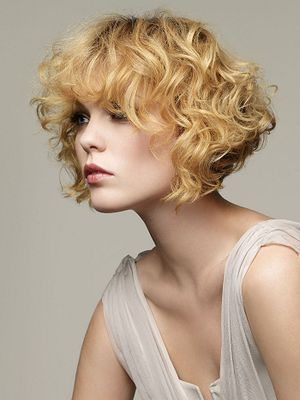35 Cute Hairstyles For Short Curly Hair Girls Entertainmentmesh