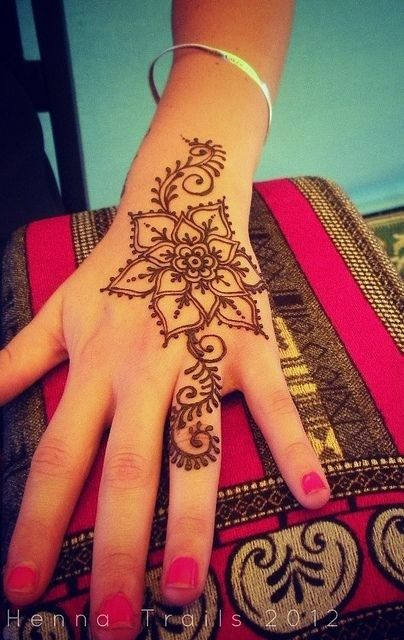 cool floral mehndi design