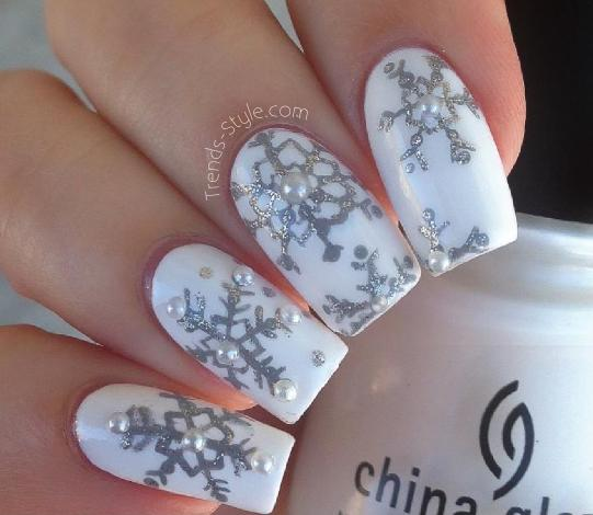beautiful snowflake winter nails