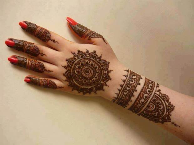 round mehndi design for hand