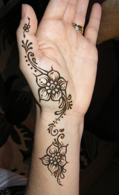 simple floral hand henna