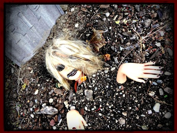 scary-halloween-yard-decorations