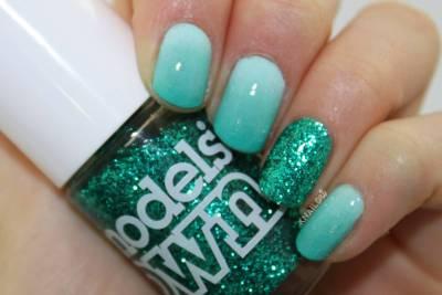 Aqua-Glitter-Nail-Art