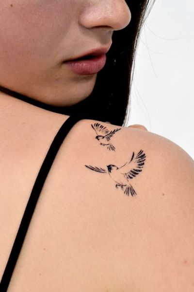 subtle birds print tattoo on shoulder for women