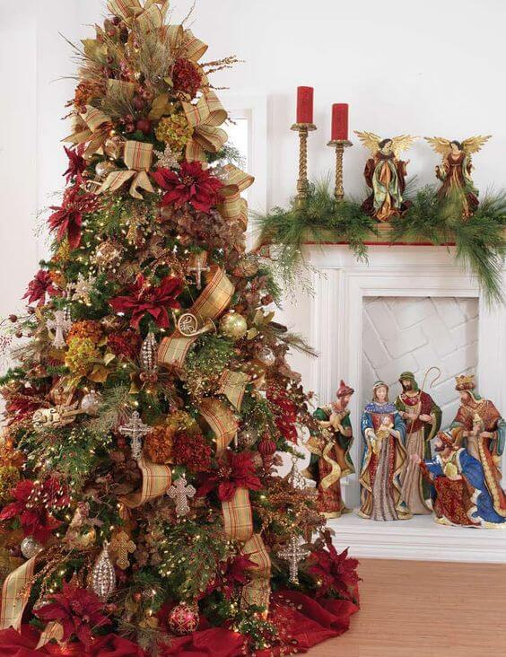 Christmas tree decorative with flowers