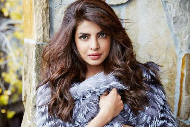 beautiful asian celebrity priyanka chopra wallpaper