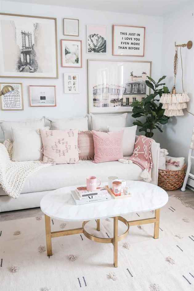 teenage girls living room sofa and wall decoration ideas