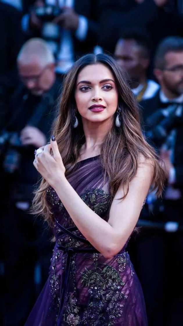 glamorous Deepika Padukone