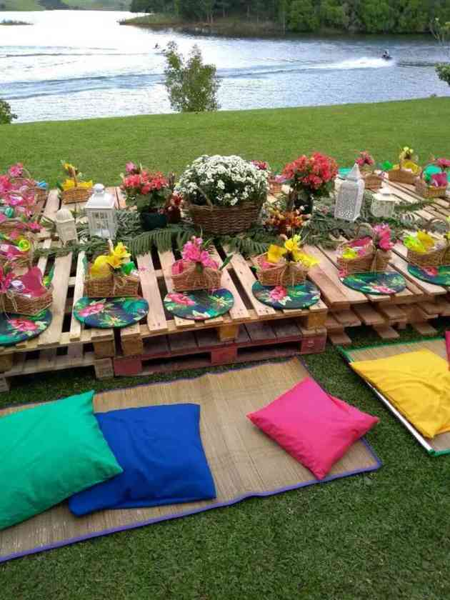 summer party décor with beautiful flowers