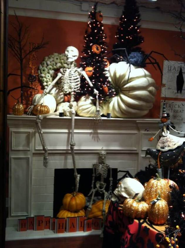 decorate a mantel for halloween