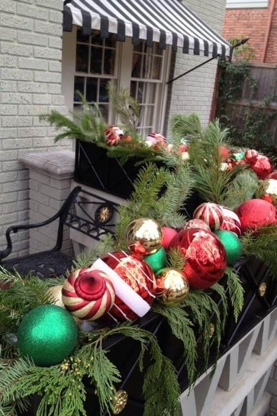 balcony decorating ideas with ornaments for christmas