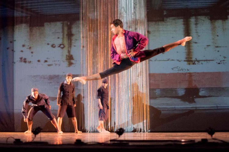A scene from Ballet Cymru's Romeo a Juliet. Photos by Sian Trenberth