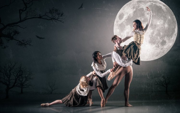 Ballet Cymru presented Cinderella at Newport's Riverfront Theatre in May 2015