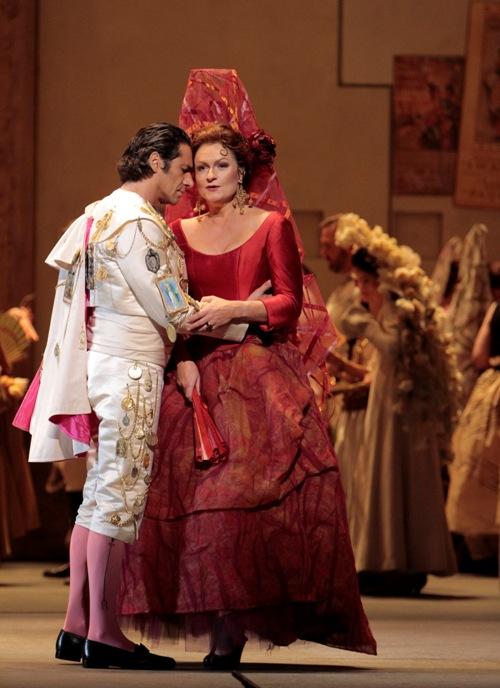 Patricia Bardon as Carmen & D'Arcangelo (Escamillo) in L.A. Opera performance