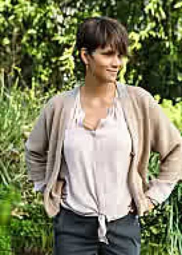 Halle Berry (photo DaleRobinette/CBS)