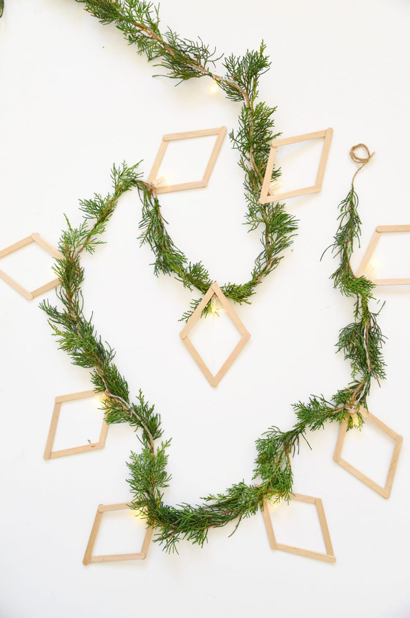 Learn how to make foraged diamond string light garland in a couple of minutes for this holiday season