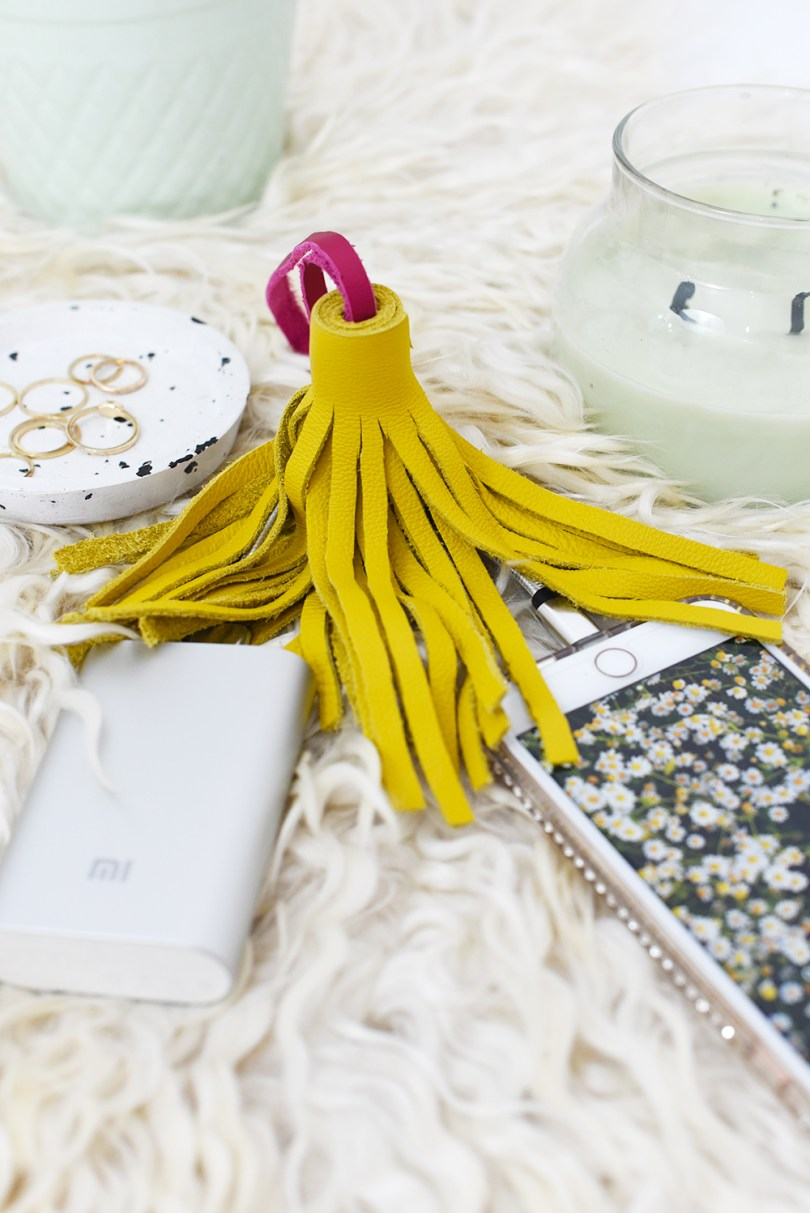 No more messy cables or dead phones! Create this tassel cable portable charger to make your life a little easier which also makes a great gift (video available)
