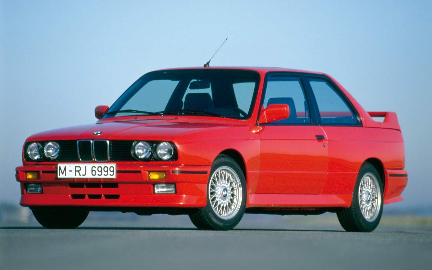 hight resolution of bmw e30 m3