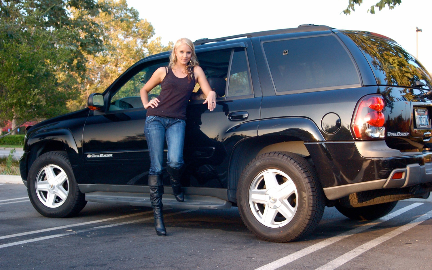 medium resolution of celebrity drive actress kristen renton of fx s sons of anarchy chevy trailblazer