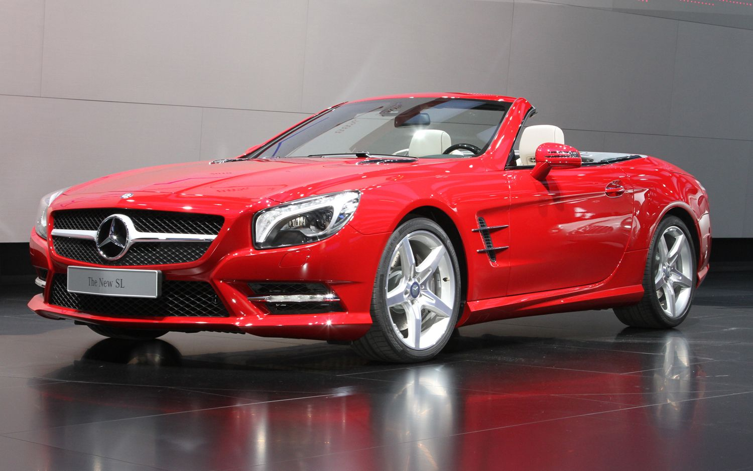 video find what s wrong with this 2013 mercedes benz sl commercial  [ 1500 x 938 Pixel ]