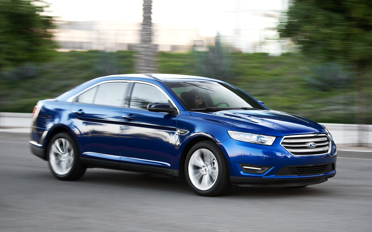 by the numbers 2013 ford taurus vs 2013 ford fusion [ 1500 x 938 Pixel ]
