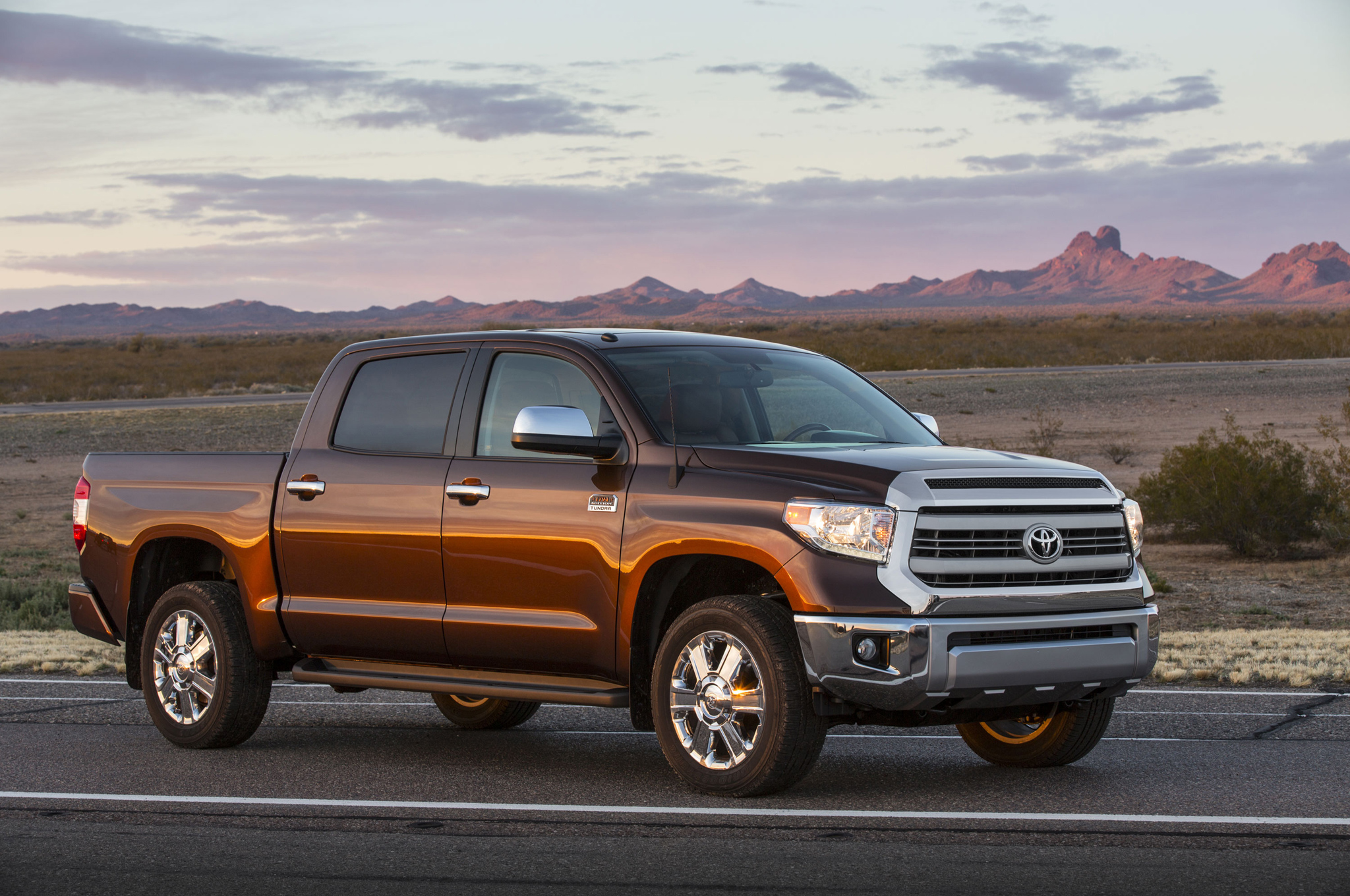 mt then and now 2000 2014 toyota tundra [ 2048 x 1360 Pixel ]