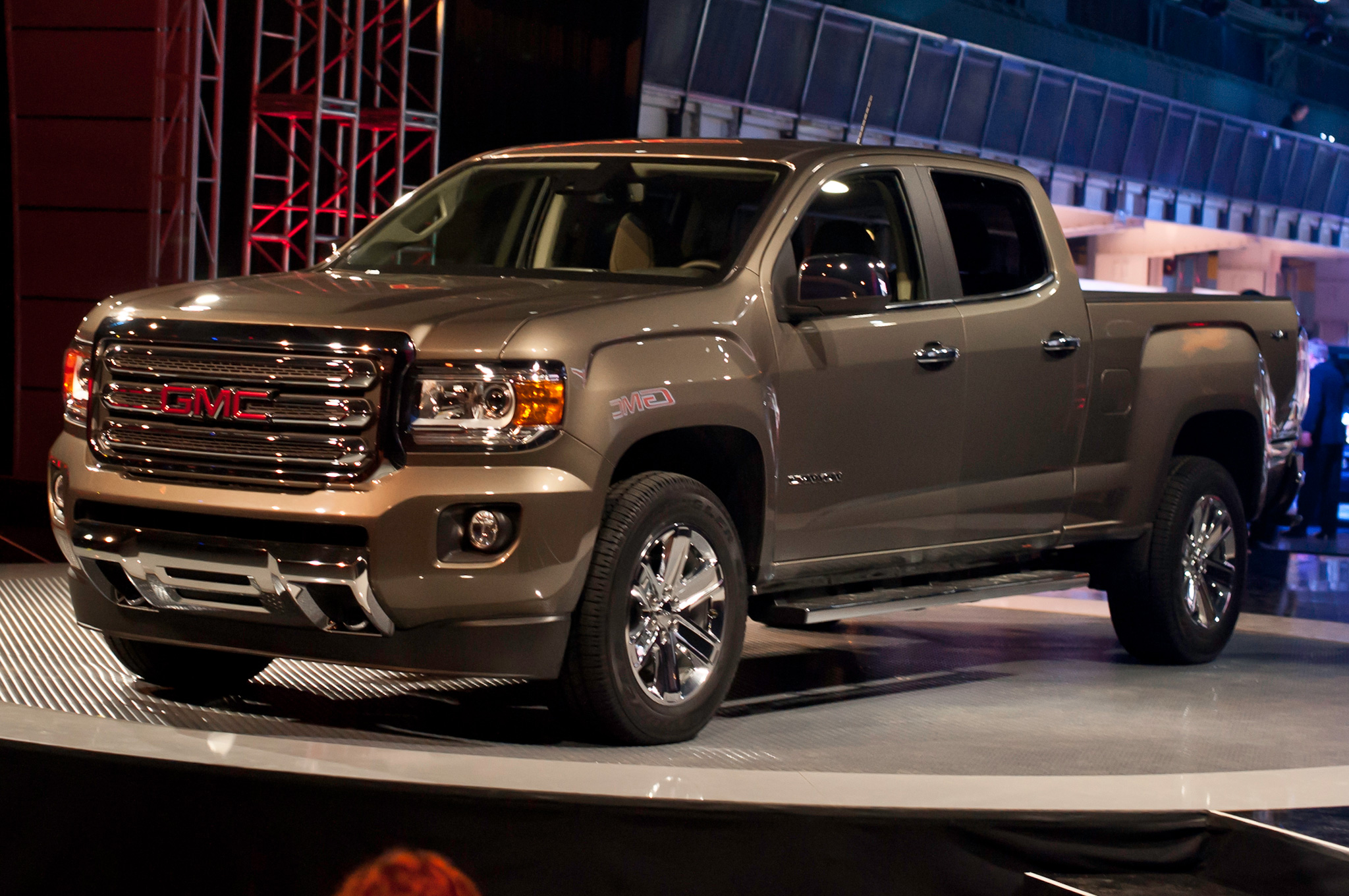 2015 gmc canyon first look [ 2048 x 1360 Pixel ]