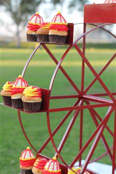 Ferris Wheel Cupcake StandHolds 24 cupcakesEnticing Tables