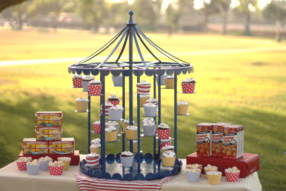 Carousel Cucpake  Dessert Stand revolving  Enticing Tables