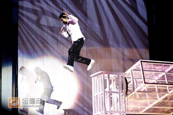 """林海峰廣州開演唱會 與葛民輝合作""""神級婚禮""""_音樂_金鷹網"""
