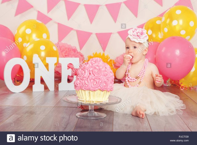 Baby Birthday Cake First Birthday Cake Smash Stockfotos First Birthday Cake Smash