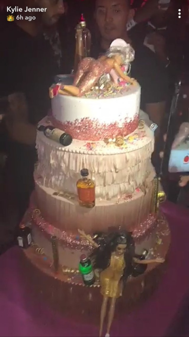 Birthday Cake Image Kylie Jenner Birthday Cake Had 5 Tiers Of Drunk Barbies